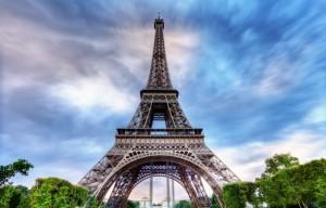 Ciel tourmenté au dessus de la Tour Eiffel.